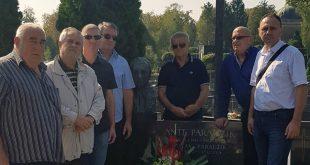Izaslanstvo SAVEZ-a položilo je vijenac i zapalilo svijeće na grobu Ante Paradžika.