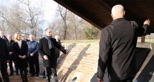 HOS-ovci na svečanom otkrivanju spomen ploče poginulim i umrlim pripadnicima 68. bojne Vojne policije u Osijeku